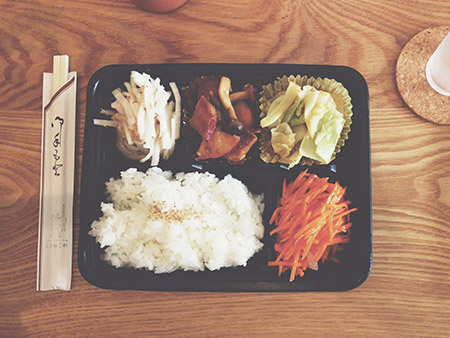 Sushi rice, mushrooms & veggies in a cute bento set.